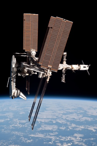 Endeavour_docked_to_ISS